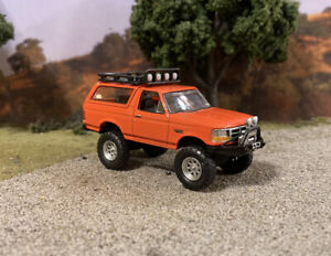 1995 Ford Bronco Lifted 4x4 Custom 1/64 Diecast 4WD Truck Off Road Greenlight