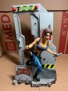 Playmates Tomb Raider Lara Croft Area 51 Figure Statue 1999 Retired