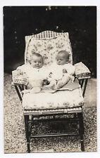 PHOTO ANCIENNE Enfant Bébé Portrait Vers 1920 Chaise longue Enfants Jumeaux