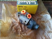 NEW R/H FRONT WHEEL BRAKE CYLINDER - FITS: FORD TRANSIT MKI & MK2 (1968-80)
