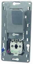 Prise 2P+T + chargeur simple USB 1000mA semi-encastré Céliane Legrand 67116