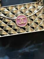 1 One  Auth Chanel Button  1 pieces gold 💋💋💋💋💋emblem cc pink