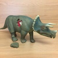 Jurassic Park JP08 Triceratops With Wound Piece Head Ramming Action 1993 Kenner