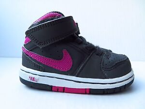 Nike Gray And Magenta Sneakers Size 5C (Toddler)