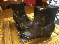 NATURALIZER TRUTH BROWN LEATHER CROC PATENT ANKLE BOOTS HEELS 5 M SIDE ZIP EUC