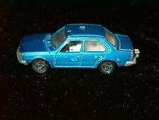 Rot Flamme neu in Originalverpackung Renault CAPTUR 3 Zoll Skala 1//60 Neu