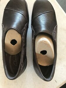 Women's Clarks In-Motion Brown Leather Slip On Loafers 8.5 New Without Box