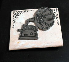 LOREE PIN BROOCH - GRAMAPHONE - NEW OLD STOCK ON ORIGINAL CARD