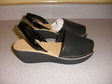 NIB Reaction Kenneth Cole Fine Glass Sling Peep Toe Wedge Size 6 BLACK