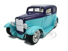 1931 FORD MODEL A SEDAN GREEN/PURPLE 1:18 DIECAST MODEL BY ROAD SIGNATURE 92848