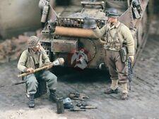Verlinden 1/35 Souvenir Hunters US Soldiers w/German Equipment (2 Figures) 1720