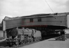 PHOTO  LMS 42923 RUNNING LIGHT AT STOKE-ON-TRENT STATION VIEW 2 9/60