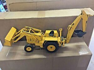 ERTL GIANT 750 FORD BACKHOE #820 USED CONDITION 1:12 SCALE FROM THE 1981