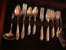 Tudor Oneida Silverplate 1946 Queen Bess II set for 12 + soup spoons & 5 serv pc