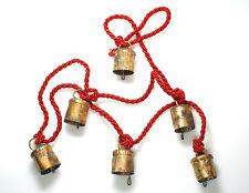 Glockenkette an roter Kordel m. 6 Glocken, Glockengeläut, Kuhglocken, Türglocken