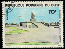 BENIN 458 - Martyr's Square Monument Issue (pa72667)
