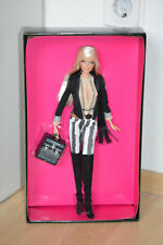 BARBIE Loves MAC Cosmetics Oro LABEL MODEL MUSE Collector NRFB Barbie