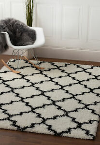 Soft & Plush Trellis Shag Rug White & Black Carpet 5' x 7' 2""