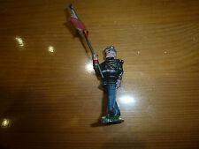Figurine en aluminium, garde porte drapeau au défilé, Quiralu