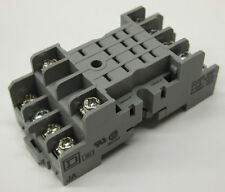 SQUARE D 14-BLADE RELAY SOCKET SURFACE OR DIN MOUNT NR45 / 8501NR45