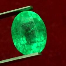 13.2x10.1mm (8.80cts) OVAL-FACET LIGHT-GREEN CERTIFIED NATURAL COLOMBIAN EMERALD