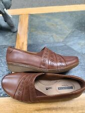 Clarks collection size 6 camel leather slip on shoes NWOB