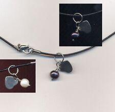 Girocollo cuoio-acciaio con ciondolo in acciaio perla nera O bianca (a scelta)