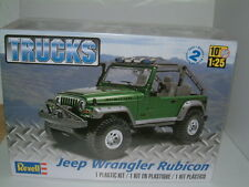 1/25 Revell Jeep Wrangler Rubicon off road 4X4 KIT in plastica.