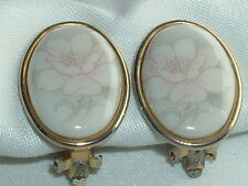 VINTAGE CERAMIC FLORAL FLOWER CLIP EARRINGS