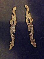 Paire d'anciennes entrées de serrures en bronze style Louis XV-meuble/armoire