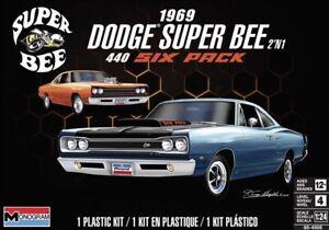 Revell Monogram 4505 1969 Dodge Super Bee 440 Six Pack 2 'n 1 model kit 1/24
