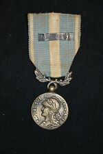 """MEDAILLE COLONIALE PETITE AGRAFE """"EXTREME ORIENT""""-FABRICATION LOCALE INDOCHINE"""