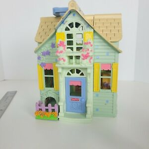 Fisher Price 2004 Doll House  Loving Family Sweet Streets Country Cottage