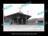 OLD LARGE HISTORIC PHOTO OF ROSLYN NEW YORK, THE RAILROAD DEPOT STATION c1940