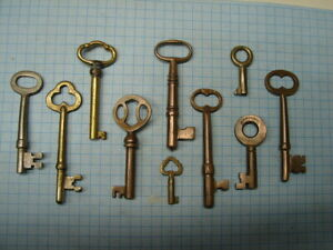 BRASS KEYS - LOT OF 10 SKELETON AND BARREL KEYS