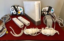 NINTENDO Wii White Console Stand Cords 6 Wii Controllers Nunchucks Game Cubes