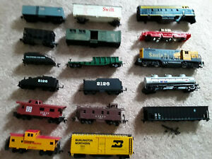 Vintage Lot of 17 HO Scale Rolling Stock Cars and Engines W/Roco Track cleaner