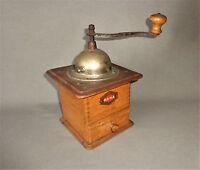 originale alte HAHA Kaffeemühle aus Holz mechanisch geschmiedetes Mahlwerk  642