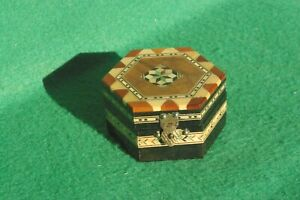 SMALL DECORATIVELY INLAID HINGED HEXAGONAL WOODEN BOX  FINISHED  IN VARNISH