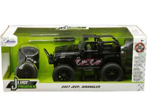 Jada 2007 Jeep Wrangler 1/24 Pink Camo Black 31560