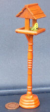 1:12 Dolls House Miniature Garden Accessory Wooden Bird Table With Budgerigar