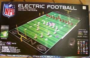 NFL ELECTRIC FOOTBALL 9072 METAL FIELD TUDOR BRAND PACKERS VIKINGS NEW OPEN BOX
