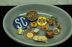 COLLECTION LOT OF VARIOUS VINTAGE PINS PENDANT TIE TACKS