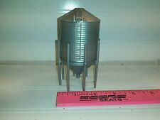 1/64 Silver Standi Toys Grain hopper Bin 1247 bu Ertl Farm Toy Building display