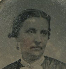 WOMAN WITH LONG EARRING, JEWELRY.  TINTED TINTYPE.