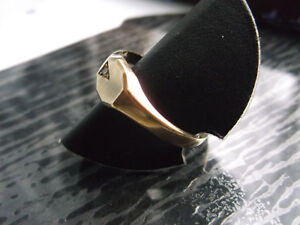 Graziler + eleganter Goldring mit kleinem Brillant aus 333er Gold Weite 65/20,7