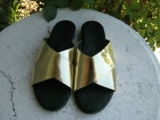 Fitflop  Women's size 10 gold slip on Comfort Sandals