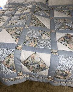 RARE Vintage croscill queen comforter patchwork Eyelet floral roses PRISTINE