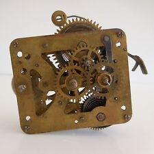 Mécanisme horlogerie réveil vintage
