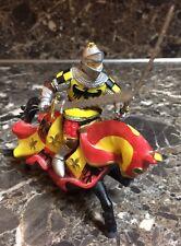 "Papo 2002 Medieval Figure Knight Horse Raven Red Fleur De Lis Swords Used 6"""